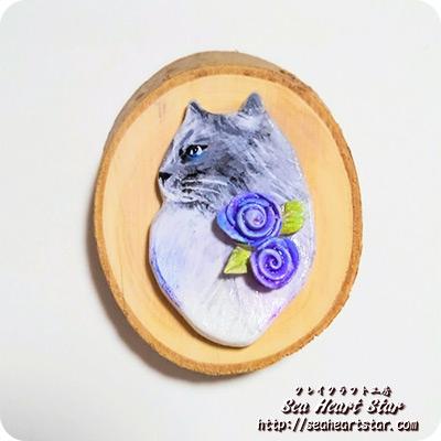 猫と薔薇のブローチ